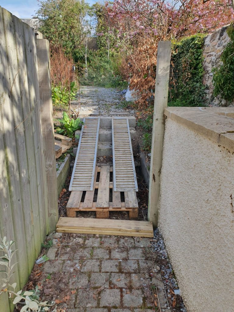 Access ramp for drilling rig up steps